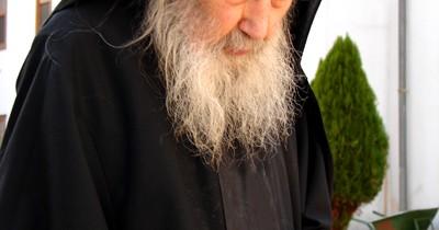 Părintele Petroniu de la mânăstirea Antim la Muntele Athos
